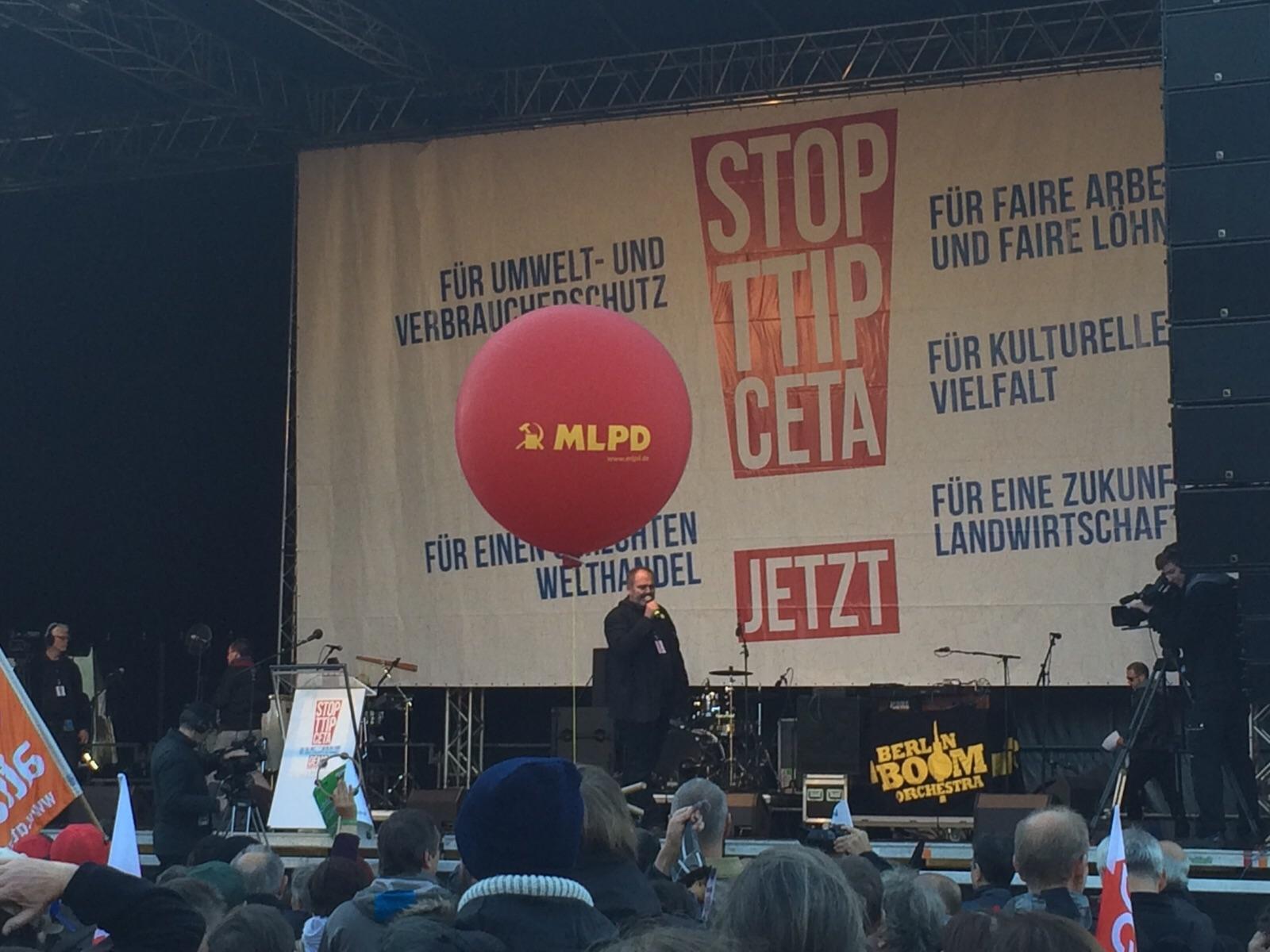 250.000 demonstrierten gegen TTIP in Berlin – die MLPD unübersehbar mitten drin